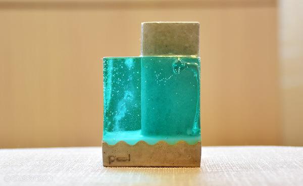 水を感じるおしゃれな雑貨。ペンスタンドPool。