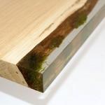 これはカッコイイ!木と苔と水が調和したようなデザインの棚。