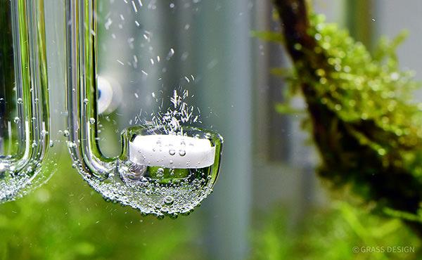 CO2ミュージックグラス・ミニから出る気泡