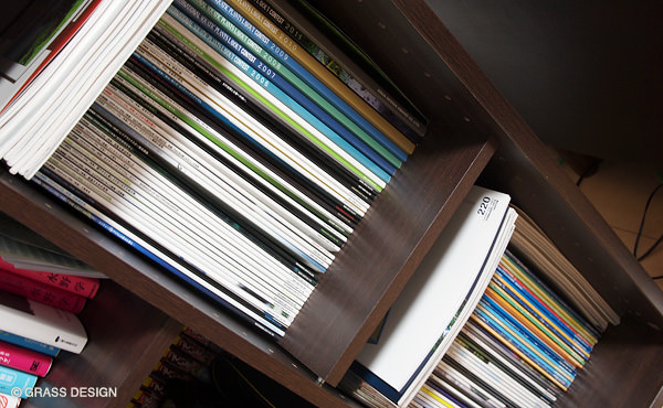 本棚のAQUA JOURNAL
